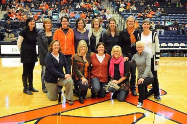 A photo of the 1990 national championship women's basketball team.