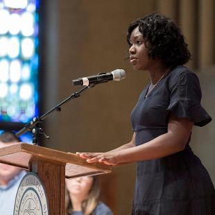 A female student leader addresses the new class of 2022 during opening session held in Dimnent Memorial Chapel.
