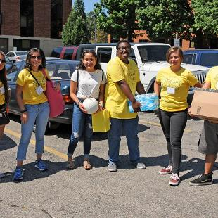 Step2Success Mentors are ready to help new families move into their residence halls.