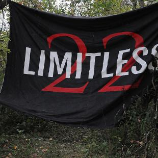 "Sign that says ""Limitless 22"""
