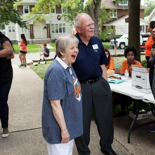 Dennis and Betty Voskuil meet students during Orientation Weekend.