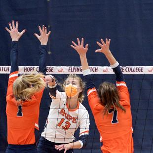 Hope College volleyball players