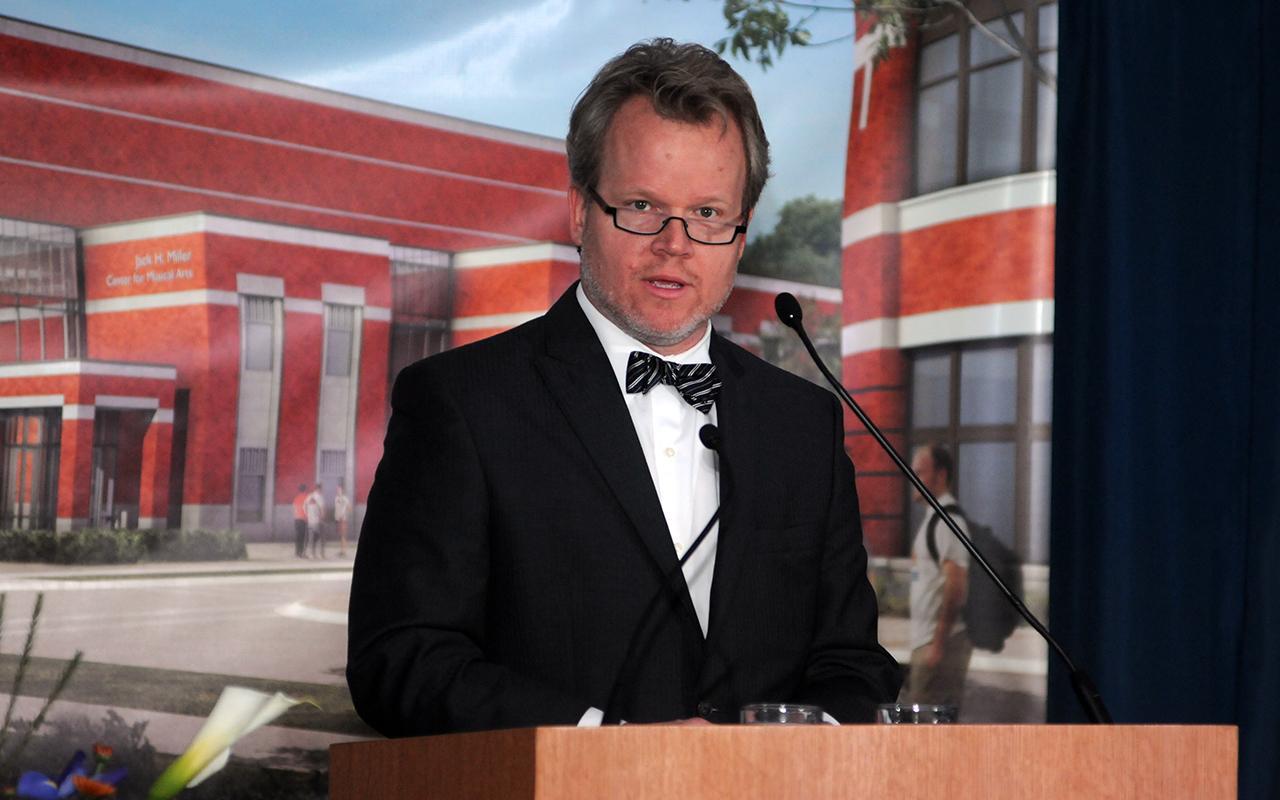 Bill Blanski, HGA Design Architect, speaking at a podium.