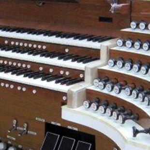 Three-manual and pedal organ in a modeling room.