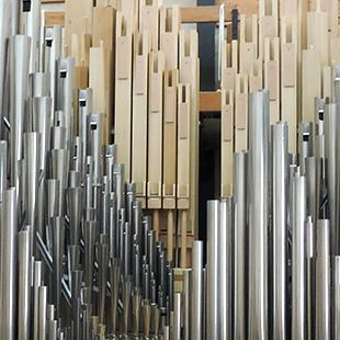 The organ in the modeling room.