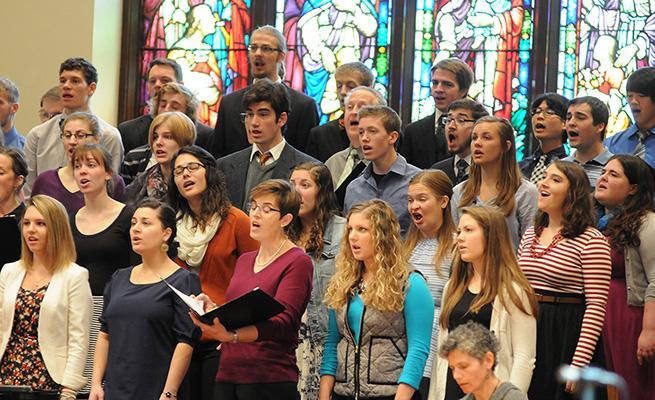Chapel Choir sings in front of Dimnent Memorial Chapel.