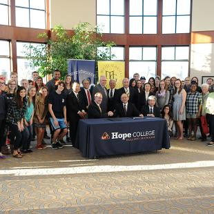 John Knapp, president of Hope College and Hiroyoshi Udono, president of Meiji Gakuin sign an institutional agreement through which the university and college have pledged to continue their relationship. Photo by Tom Renner on November 4, 2015