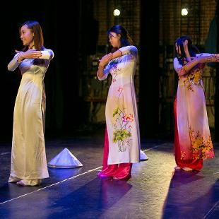 Vietnamese Hat Dance. Photo by Steven Herppich on November 14, 2015