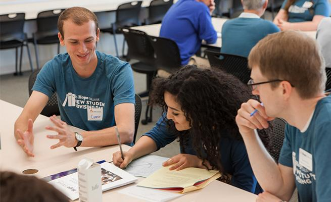 Incoming first-year students bond with peer advisors at NSAD 2016