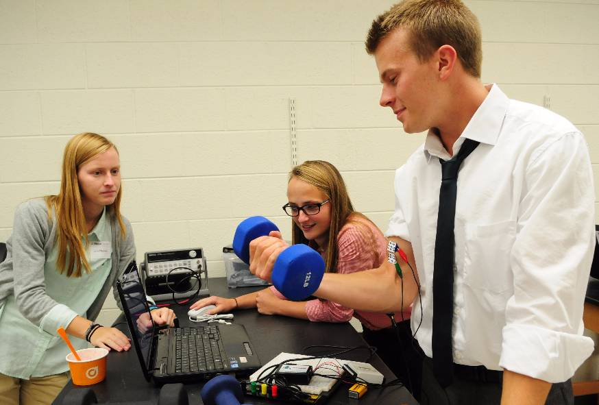 Biomedical Engineering students determine relationship between muscle signals and joint moment.