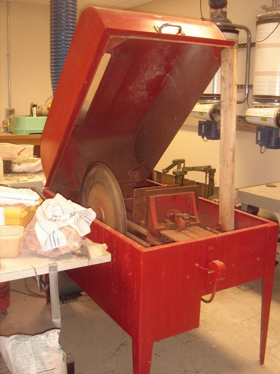 oil cooled rock saw