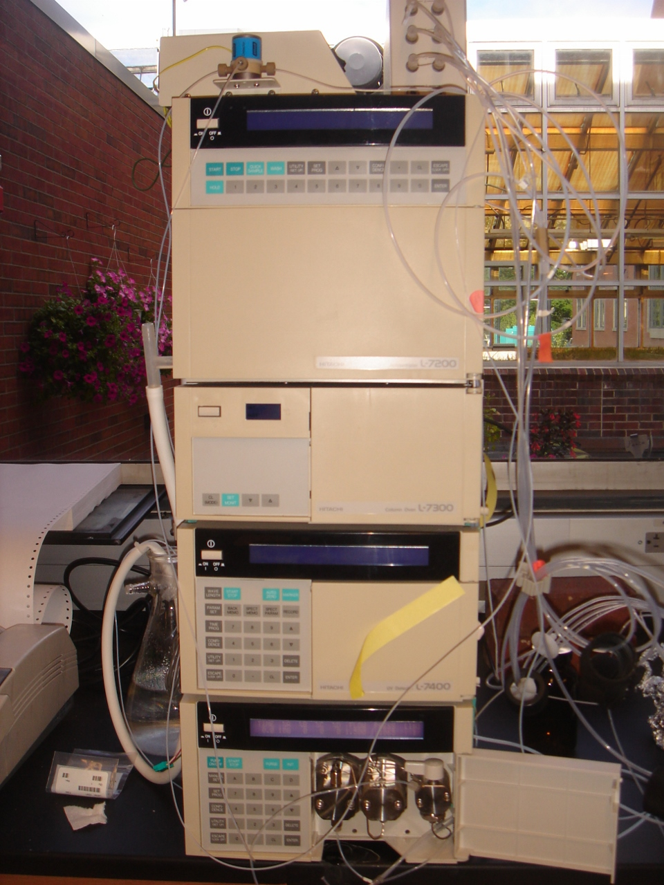High performance liquid chromatograph on bench top