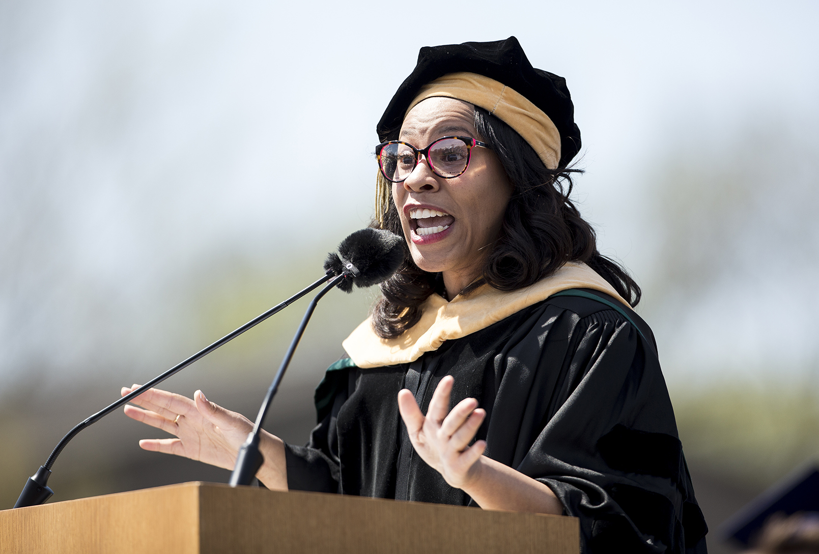 Dr. Temple Smith delivering the 2018 Commencement address