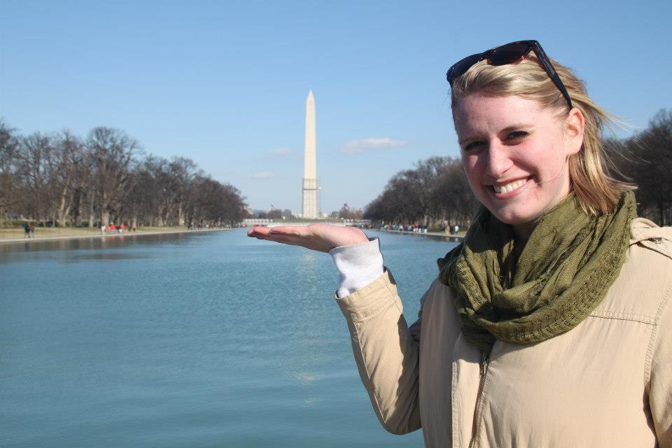 Washington Honors Semester student with the Washington Monument