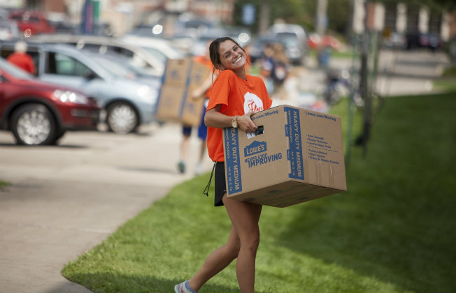 Student carrying a box on Move-In Day
